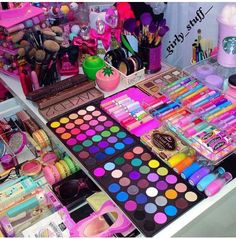 Eminence Herbal Eye Make-Up Remover, Ounce - Cute Makeup Guide Makeup Kit, Eyeshadow Makeup, Makeup Cosmetics, Makeup Brushes, Beauty Makeup, Eyeshadow Palette, Pink Eyeshadow, Makeup Products, Hair Makeup
