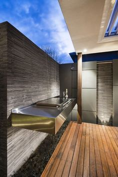 Our Ivanhoe project is a modern courtyard, which offers the ultimate in outdoor entertainment and family living. Outdoor Barbeque, Barbecue Area, Bbq Island, Modern Kitchen Island, My Home Design, Outside Living, Summer Kitchen, Outdoor Kitchen Design, Backyard Landscaping