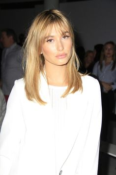How to Style Side Swept Bangs Like 30 of the Chicest Celebrities b… - Curtain Fringe Bangs With Medium Hair, Medium Hair Styles, Short Hair Styles, Hairstyles For Round Faces, Hairstyles With Bangs, Easy Hairstyles, Bangs Updo, Bangs Sideswept, Hair Bangs