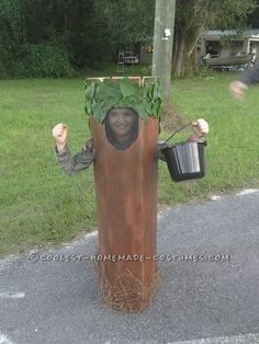 Last Minute Walking Tree Costume... This website is the Pinterest of costumes