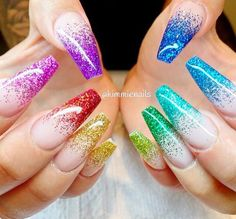Rainbow nail art designs are very popular this season. Some women like rainbow nails. Rainbows may have different meanings in one's life. It can be a basic way to indicate life and its many stages of mental state. If you also like rainbow nails, lo Fancy Nails, Cute Nails, Pretty Nails, Cute Acrylic Nails, Gel Nails, Manicure, Coffin Nails, Neon Nail Art, Rainbow Nail Art Designs