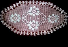 20-adet-en-guzel-dantel-tepsi-ortusu-modelleri14 Crochet Doilies, Tree Skirts, Crochet Patterns, Christmas Tree, Holiday Decor, Model, Margarita, Floor Mats, Bathroom Mat