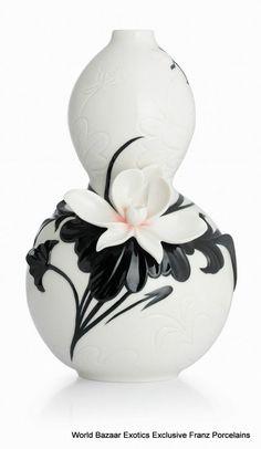 CP00043 Fluke blooming lotus Franz Porcelain L Vase Flower Design Black White