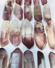 A description of the qualities and properties of double terminated quartz crystals Crystals Minerals, Rocks And Minerals, Crystals And Gemstones, Stones And Crystals, Gem Stones, Chakra Crystals, Crystal Magic, Crystal Grid, Quartz Crystal