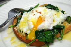 Poached Eggs with Garlic Spinach (Total Time: 15 MIN Detox Recipes, Egg Recipes, Brunch Recipes, Whole Food Recipes, Breakfast Recipes, Cooking Recipes, Healthy Recipes, Dinner Recipes, Clean Recipes