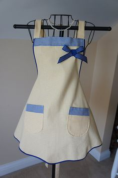 Yellow and Navy Blue Check Apron - My fav! Sewing Hacks, Sewing Crafts, Sewing Projects, Cool Aprons, Apron Designs, Sewing Aprons, Creation Couture, Kitchen Aprons, Aprons Vintage
