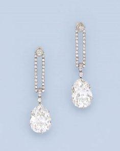A beautiful pair of diamond earrings. Art Deco Jewelry, Vintage Jewelry, Fine Jewelry, Jewelry Design, Belle Epoque, Long Diamond Earrings, Diamond Jewelry, Stud Earrings, Diamond Rings