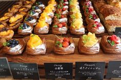 Pastry And Bakery, Pastry Shop, Cafeteria Menu, Puff And Pie, Bakery Shop Design, Food Business Ideas, Bread Shop, Bread Shaping, Cooking Recipes