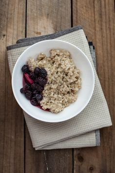 Quinoa porridge Quinoa Porridge, Healthy Nutrition, Organic Skin Care, Lifestyle Blog, Oatmeal, Wellness, Breakfast, Simple, Beautiful