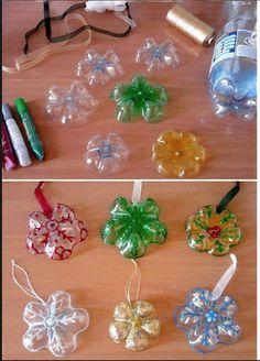 Bricolez avec vos enfants: Avec des fonds de bouteille en plastique, un cutter, des rubans et quelques idées de déco, créez vos boules et pendentifs pour votre déco de Noël.