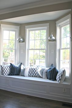 Browse bay window ideas images to bay window curtains, bay window treatments, bay window, bay window seat and bay window & window seat for your bay window, study or bay windows. Living Room Kitchen, Living Room Decor, Bay Window Design, Window Seat Kitchen, Room Window, Homemade Pillows, Window Benches, Bay Window Seats, Window Seat Cushions