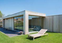 Naast een erg stijlvolle bergruimte realiseerde Woodarts met dit project een uiterst lichte tuinkamer met stijlvolle zitruime.