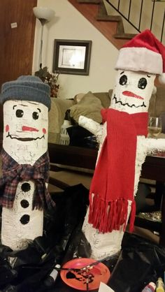 Wooden snowmen for Christmas decorations