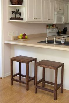 """<a href=""""http://jayscustomcreations.com/2014/09/how-to-make-a-half-lap-bar-stool-from-2x4s/"""" target=""""_blank""""><strong>2x4 Half Lap Bar Stools via Jay's Custom Creations</strong></a>"""