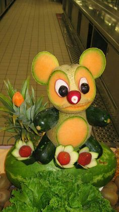 Super - Food Carving - Ideen, and vegetable carving how to make Super - Food Carving - Ideen Fruit Crafts, Food Crafts, Diy Food, Food Food, Fruit Decorations, Food Decoration, Fruit Art Kids, Fruit Animals, Fruit Creations