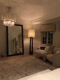 chloeschuterman, Author at Chloé Schuterman - Page 11 of 604 Interior Decorating, Interior Design, Minimalist Interior, Bedroom Inspo, Architecture Design, Sweet Home, House Ideas, Room Decor, Indoor