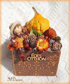 Őszi asztaldísz Table decor Fall Decor, Holiday Decor, Thanksgiving Crafts, Holidays And Events, Halloween, Floral Arrangements, Diy Home Decor, Autumn, Christmas Ornaments