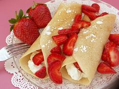 Vegan Crepes With Coconut Cream And Strawberries. Normally I hate crepes because they are too eggy but these are vegan so NO EGG ! Breakfast Desayunos, Vegetarian Breakfast, Vegan Breakfast Recipes, Mexican Breakfast, Pancake Recipes, Breakfast Sandwiches, Waffle Recipes, Vegan Foods, Vegan Dishes