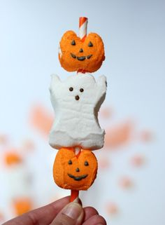 We Heart Parties: Blog Boo! Kabobs | Easy Halloween Party Favor