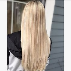 There are many benefits of a straight hairstyle. It not only helps you to sport a sexy look but offers more styling ideas compared to the other hair styles.