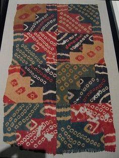 TEJIDO NAZCA A finales del desarrollo cultural Nazca se empieza a notar la influencia foránea en lo tocante a la técnica haciéndose uso de una mayor cantidad de hilos para el tejido.