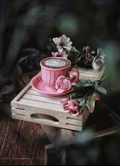 Raindrops and Roses — le-rococo-en-versailles: Chapel of Saint John. Homemade Hot Chocolate, Hot Chocolate Mix, Coffee And Books, I Love Coffee, Coffee Cafe, Coffee Shop, Tout Rose, Raindrops And Roses, Pause Café