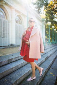 Loving this red // pink color mix and those pointed-toe loafers