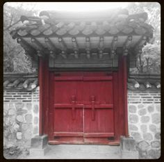 Suwon palace doors in South Korea. Why should you travel?