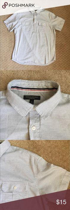 "Banana republic men's oxford shirt point neck White /blue ,point collar, half button 2 chest pockets, excellent condition armpit to armpit 22"" , length 27"" Banana Republic Shirts Casual Button Down Shirts"