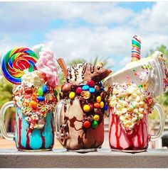 386 Likes, 17 Comments - Amanda Cute Desserts, Delicious Desserts, Yummy Food, Candy Drinks, Yummy Drinks, Crazy Shakes, Kawaii Dessert, Tumblr Food, Weird Food
