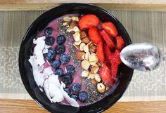 healthy vegan breakfast ideas - acai bowl