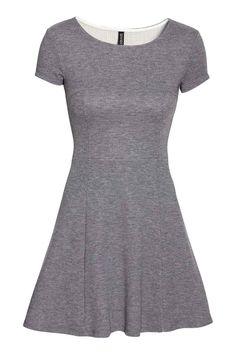 Sukienka w strukturalny wzór | H&M