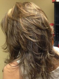 Frisuren mit Pony 2019 Trendy Medium Hair Styles You Need To Know ★coupe cheveux mi long degrade derriere Choppy Layered Haircuts, Haircuts For Long Hair, Hairstyles With Bangs, Layered Hairstyles, Wedding Hairstyles, Boho Hairstyles, Choppy Layers, Wedge Hairstyles, Updos Hairstyle