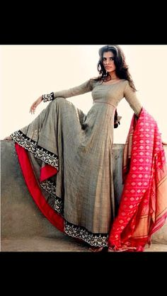 indian fashion Blouse -- CLICK Visit above for more options Lakme Fashion Week, India Fashion, Ethnic Fashion, Asian Fashion, Fashion Weeks, London Fashion, Latest Fashion, Indian Attire, Indian Wear