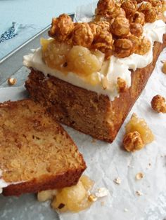 Omena-toffeekakku Banana Bread, French Toast, Deserts, Goodies, Food And Drink, Baking, Breakfast, Sweet Like Candy, Bread Making