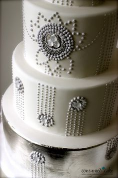 1920's Inspired Wedding Cake: love the simplicity of this! Obviously depends on colors though