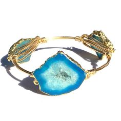 Beautiful blue druzy stone bangle! Stones are set in 22k gold plating with non-tarnish gold plated wire. Please view bangle measuring guide before ordering to get the most accurate fit. The bangle mus