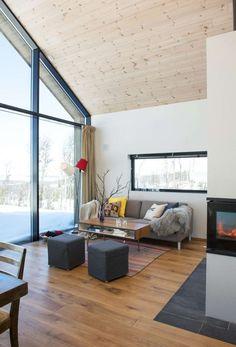 Med en glassvegg får du hele fjellet inn i hytta Cabin Plans, House Plans, Cabin Design, House Design, Cabin Loft, Old Apartments, Arched Windows, Bedroom Loft, Living Room Kitchen