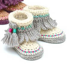 Easy Crochet Pattern for Cute little Tassel fringe baby moccasins. Lovely gender neutral style - perfect for boys and for girls!