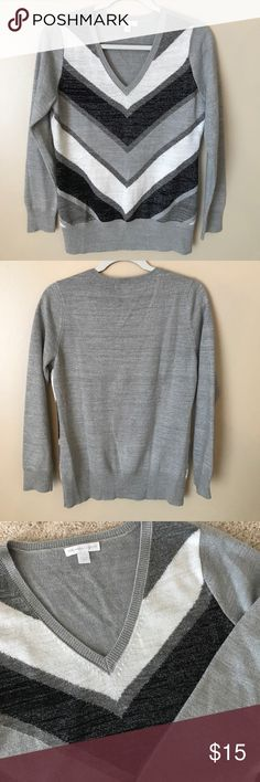 New York and Company sparkly sweater So cute!! White, grey and black chevron on the front; grey sweater has sparkle throughout. Excellent condition. New York & Company Sweaters V-Necks