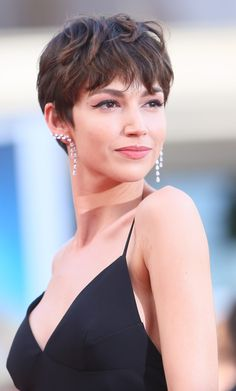 Today we have the most stylish 86 Cute Short Pixie Haircuts. We claim that you have never seen such elegant and eye-catching short hairstyles before. Pixie haircut, of course, offers a lot of options for the hair of the ladies'… Continue Reading → Short Sassy Haircuts, Latest Short Hairstyles, Short Hairstyles For Thick Hair, Curly Hair Styles, Curly Short, Short Hair For Women, Amazing Hairstyles, Layered Haircuts, Undercut Hairstyles Women
