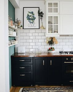 Ideas For Kitchen Inspiratie Klein Kitchen Interior, Kitchen Remodel, Kitchen Decor, Kitchen Remodel Small, Industrial Kitchen Design, Home Decor, Home Kitchens, Tiny House Kitchen, Kitchen Design