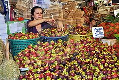 Probar el mangostán en Tailandia.