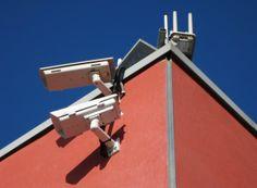 Más de 60 cámaras de seguridad vigilan diferentes puntos de Santo Domingo http://www.audienciaelectronica.net/2014/03/26/mas-de-60-camaras-de-seguridad-vigilan-diferentes-puntos-de-santo-domingo/