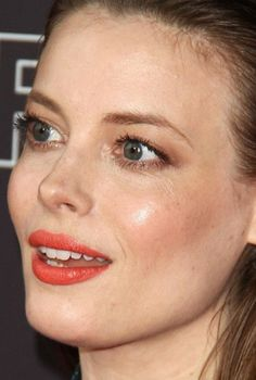 Close-up of Gillian Jacobs at the 2018 FYSee Comediennes in Conversation event. Taurus Horoscope Today, Taurus Taurus, Gillian Jacob, Baby Bangs, Coral Lips, Dewy Skin, Sienna Miller, Don't Speak, Celebrity Beauty