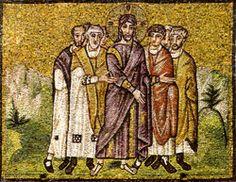Basilica di Sant'Apollinare Nuovo, Ravenna. Mosaici dell'inizio del VI secolo. Cristo condotto in giudizio. La scena ricca di una certa drammaticità. Il periodo di Teodorico