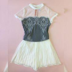 ✨✨. O Look romântico e delicado para inspirar! Que tal?  #blusa #blouse #renda #tule  Ref. Blusa Rebecca.  Cores: off, preto.  #shortsaia #plissada#forrada  Ref. Short Saia Amanda.  Cores: off, rosê quartz, azul claro, preto, Poá fundo preto.