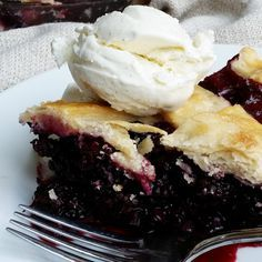 Easy Homemade Blackberry Pie- the best way to use those blackberries!