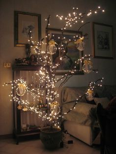 The king of Christmas decoration is undoubtedly the Christmas tree. What would you say about if this year instead of the classic Christmas tree, have something slightly different? Decorating With Christmas Lights, Diy Christmas Tree, Light Decorations, Christmas Tree Decorations, Classy Christmas, Minimal Christmas, Gold Christmas, Tree Branch Decor, Theme Noel
