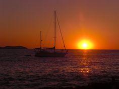 Hermosa puesta de sol desde Ibiza Spain